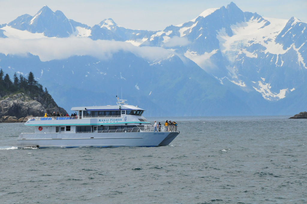 Sail off with this family-run company for a great glacier and wildlife cruise of Kenai Fjords. Major Marine can even take you to go whale-watching.
